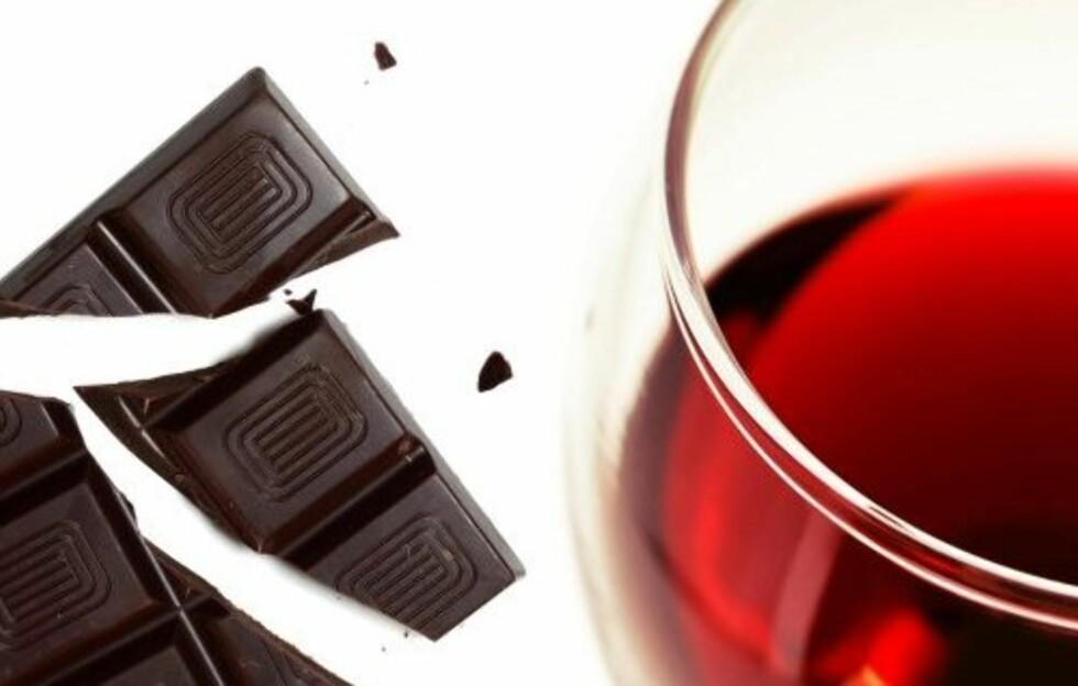 SLANKERE MED KOSEMAT: Forskere har funnet ut at slanking ikke bare trenger å være forsakelser. Rødvin, ost og sjokolade kan hjelpe oss på veien  til en lettere kropp.   Foto: Colourbox