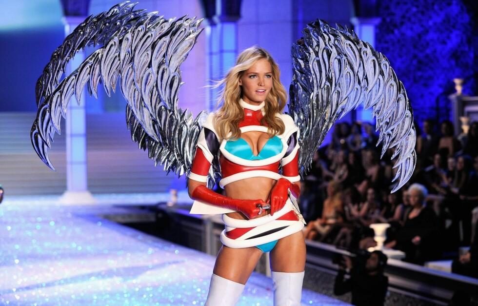 VAKKER: Victoria's Secret modell Erin Heatherton (23) har en kropp de fleste kvinner drømmer om. Mer info om hvordan hun holder seg i form får du lenger nede i saken! Foto: All Over Press