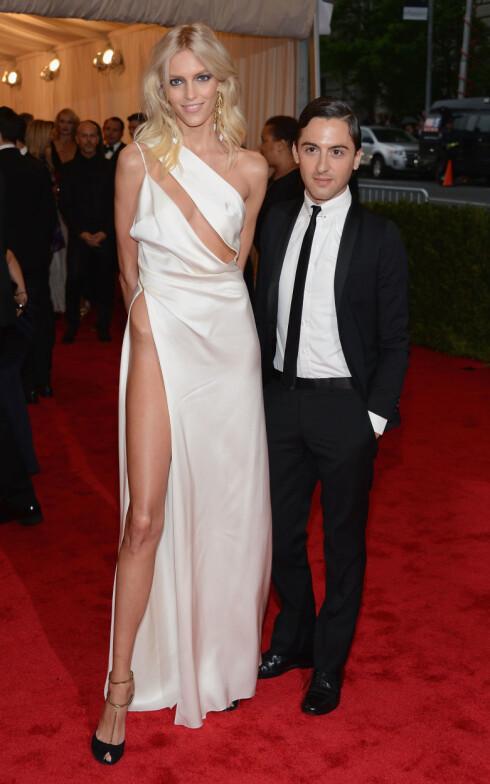 KOM SAMMEN: Anja kom sammen med mannen bak kjolen hun hadde på - designer Anthony Vaccarello. Foto: All Over Press