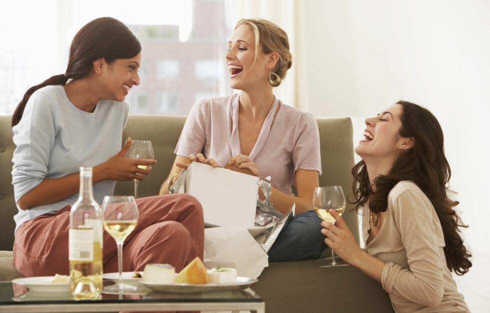 <strong>IKKE SITT ALENE:</strong> Start en ny tradisjon med venninner om å finne på noe gøy på søndager. Foto: Thinkstock.com