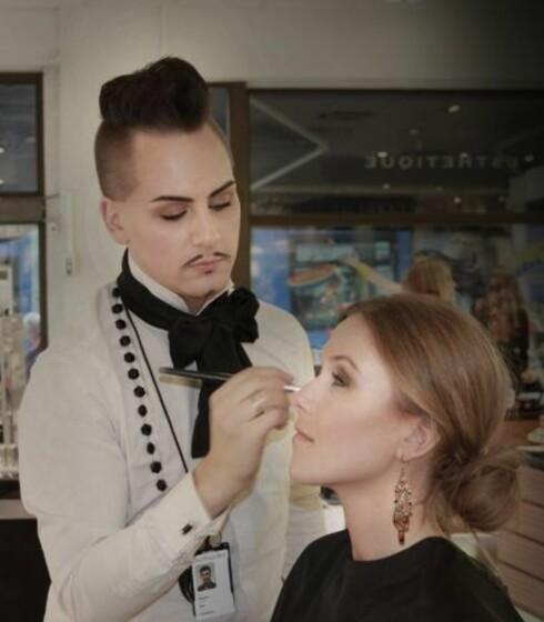 MAKEUPARTIST: Stephan Ulvund Øien er ansvarlig makeupartist for Isa Dora. Foto: isadora.blogg.no