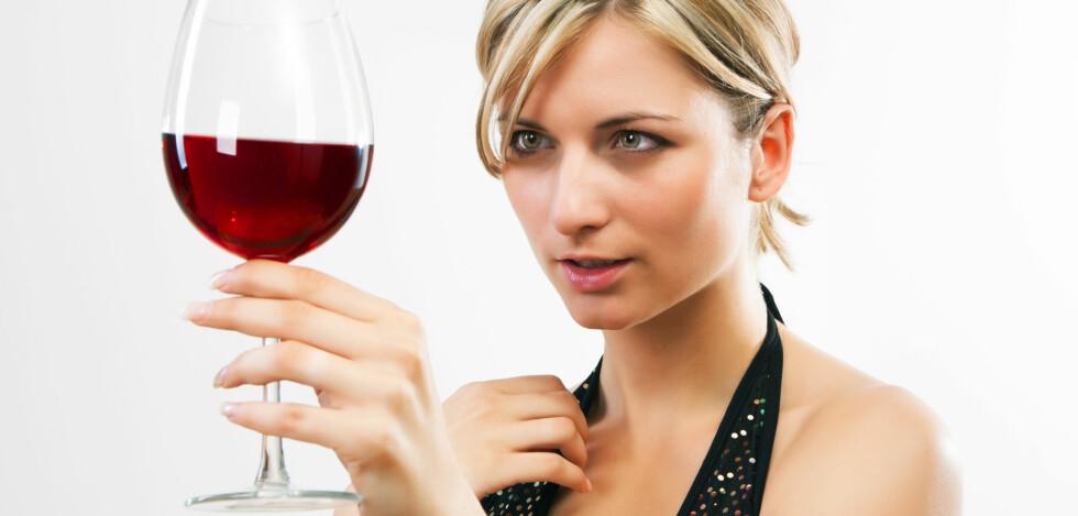 <strong>DRIKK MED MÅTE:</strong> Ta en sjekk av alkoholforbruket ditt, for her er et mange kalorier  spare. Foto: Colourbox