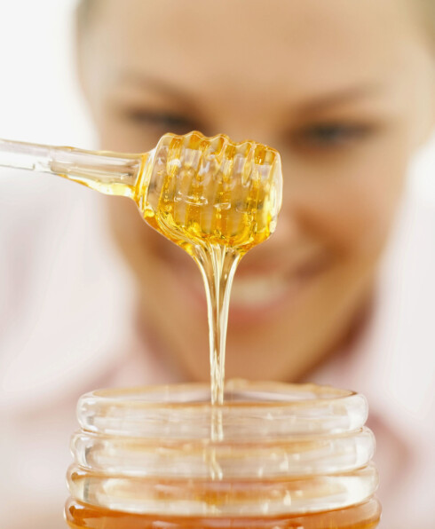 SØTT OG SUNT: Bruk honning i teen hvis du må ha søtsmak. Foto: Thinkstock