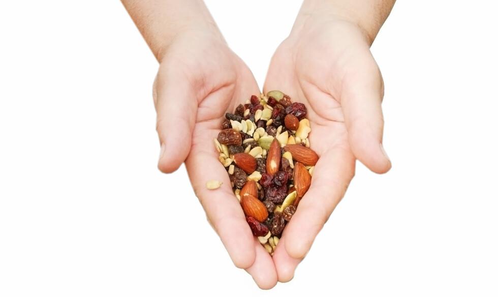 DE BESTE: Ifølge studien er mandler, cashewnøtter, pistasjenøtter, hasselnøtter, pinjekjerner og valnøtter blant de beste nøttene du kan spise. Foto: Getty Images/Hemera