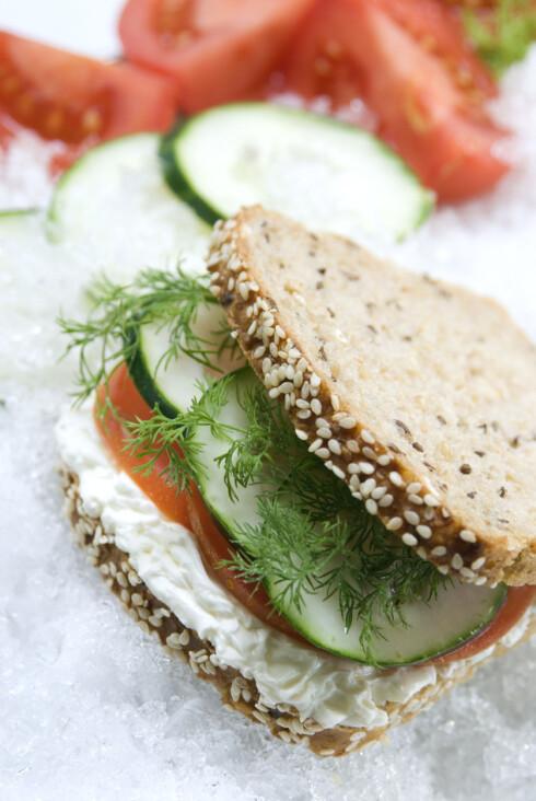 GOD PÅ SMAK: Agurk er supert både som snacks (med dipp), i salater og ikke minst på sandwicher, knekkebrød og skiver.  Foto: Getty Images/iStockphoto