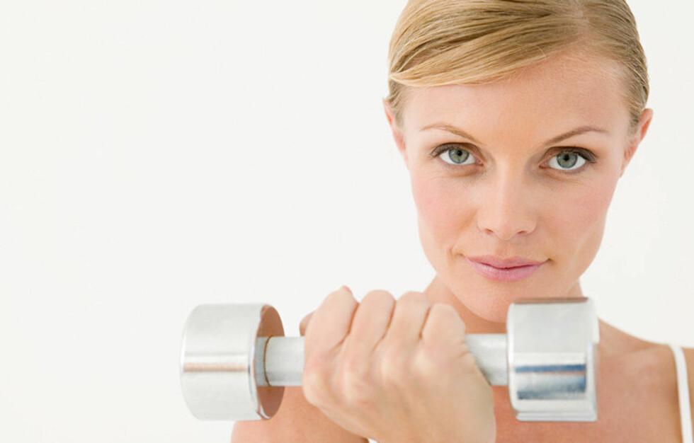 VEIER MER: Det er faktisk mulig å gå opp i vekt etter at du har begynt å trene. En av de mest vanlige årsakene til en eventuell vektoppgang er en økning i muskelmasse. Muskler veier nemlig mer enn fett.  Foto: All Over Press/Image Source