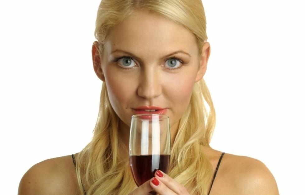FULL/KONTROLL: Lær deg hvor mange alkoholenheter øl , vin og drinker inneholder, og få kontroll på alkoholbruken. Foto: Colourbox