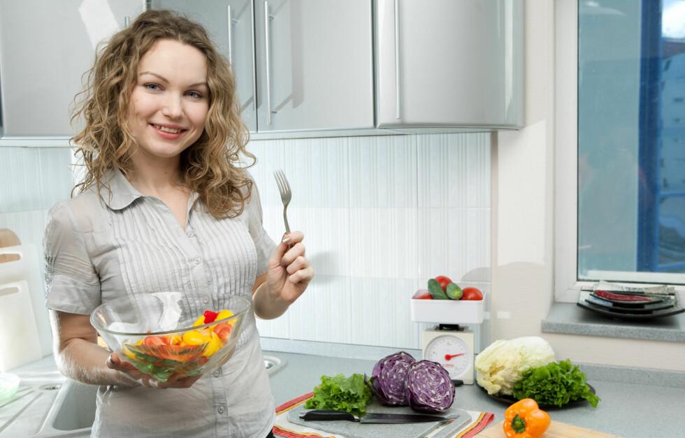 SMART: Det er kjekt å kunne hive sammen noe mat fra kjøkkenskapene. Foto: Colourbox