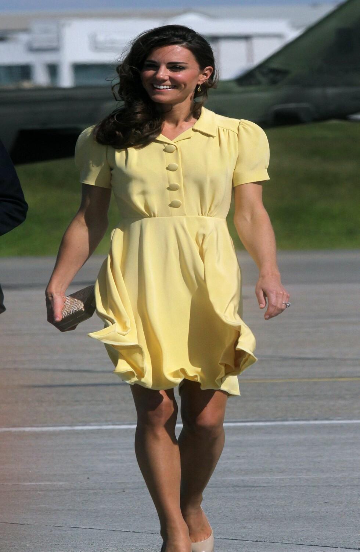 Kate i Calgary i Canada. Gul kjole og nude pumps.  Foto: All Over Press