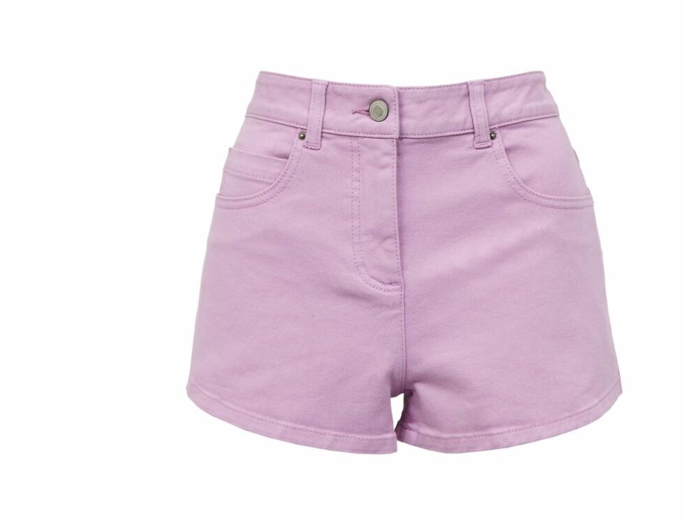 Kort shorts i lavendel (kr 280, Asos). Foto: Produsenten