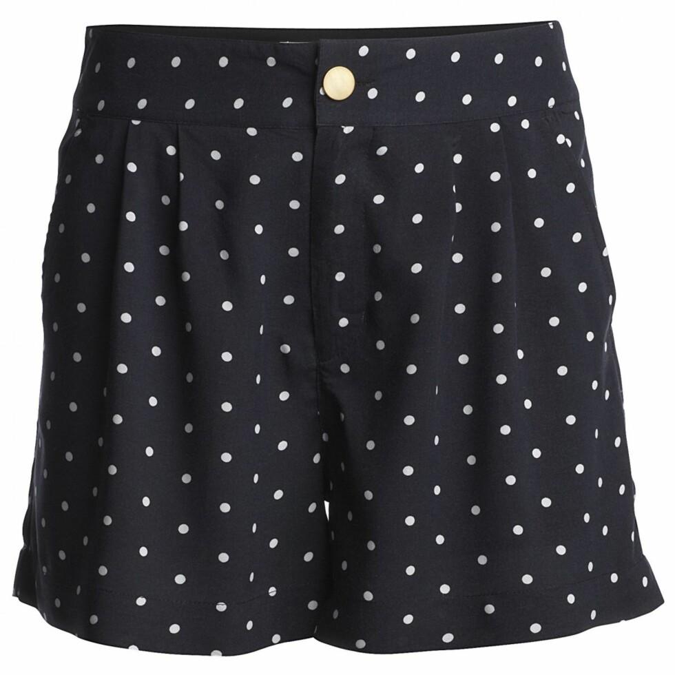 Herlig prikkete shorts (kr 250, Lindex). Foto: Produsenten