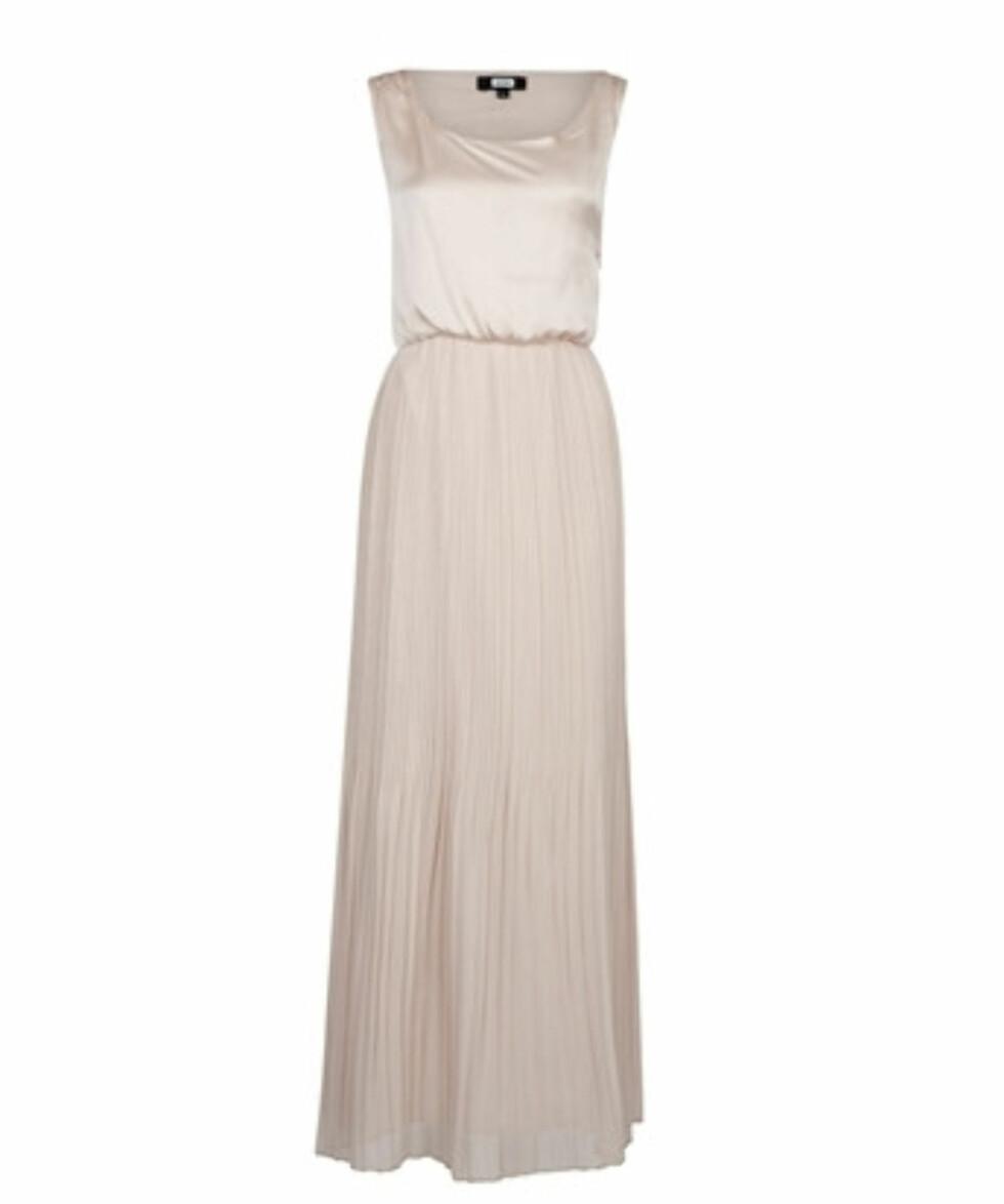 Lang, elegant kjole (kr 399/BikBok). Foto: Produsent