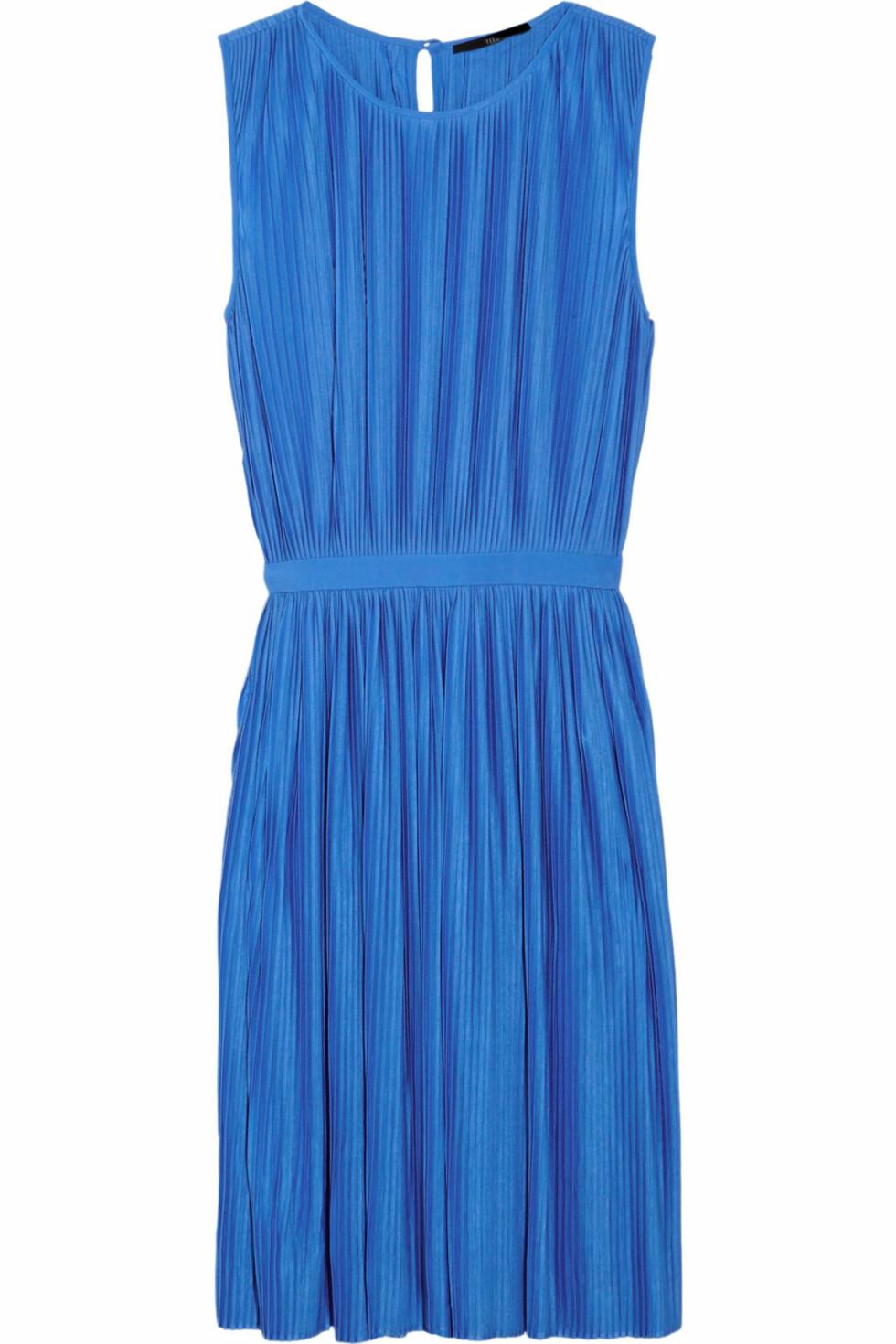 Kongeblå kjole fra Tibi (ca kr 2000/netaporter.com). Foto: Produsent