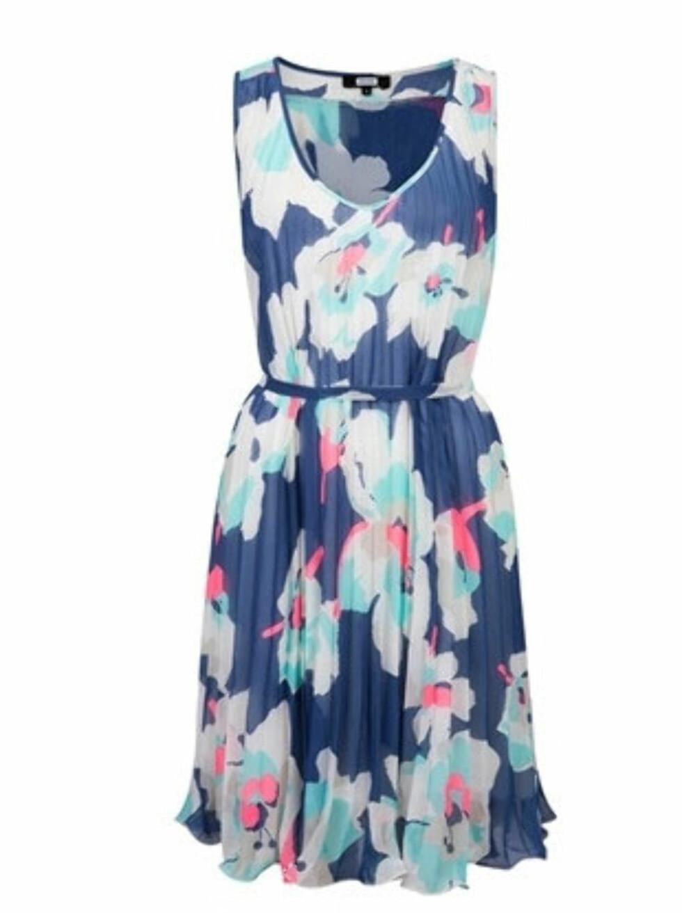 Blomstrete kjole med knyting (kr 399/BikBok). Foto: Produsent