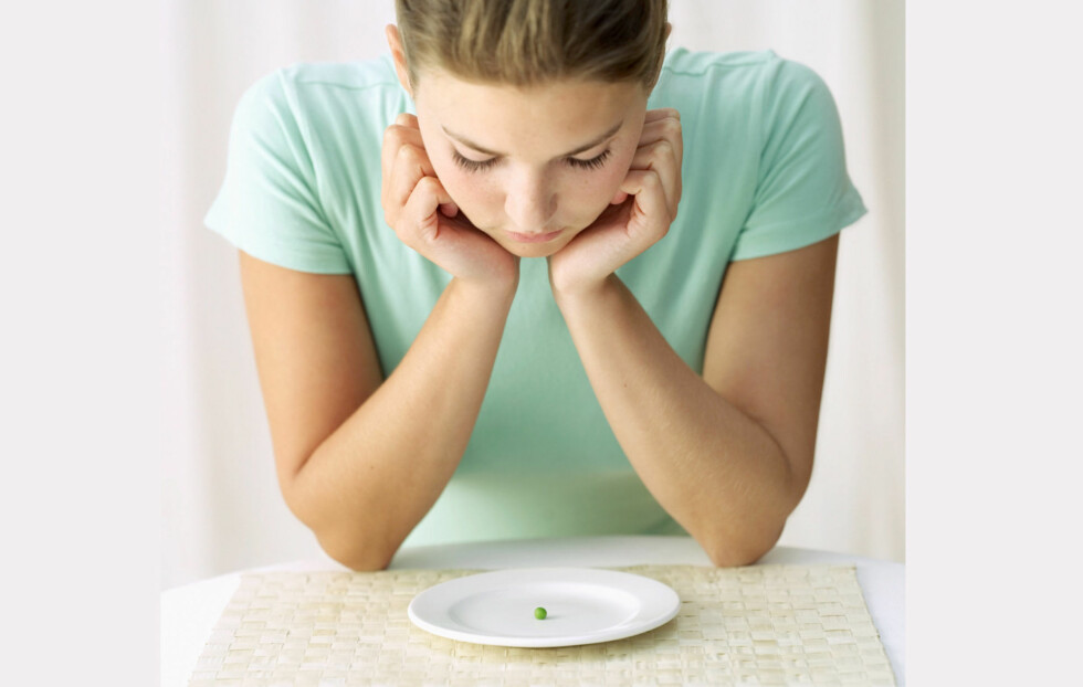KALORIUNDERSKUDD: Det er riktig at du bør ha et visst kaloriunderskudd (forbrenner mer kalorier enn du inntar) for å gå ned i vekt. Ett for raskt og drastisk kalorikutt vil imidlertid kunne påvirke forbrenningen din, noe som kan gjøre det vanskeligere å gå ned i vekt.  Foto: TThinkstock