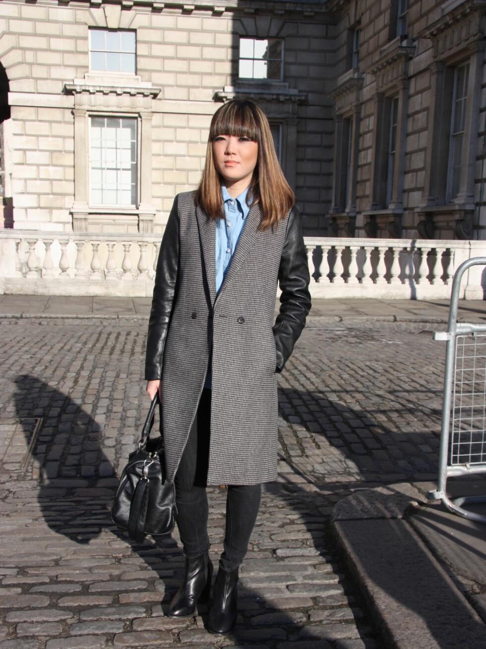 Ashley Sung (24) har på seg jakke fra Zara, skjorte fra Singapore, sko fra Topshop, ring fra Portobello market og bukse fra Topshop. Foto: Tone Ra Pedersen