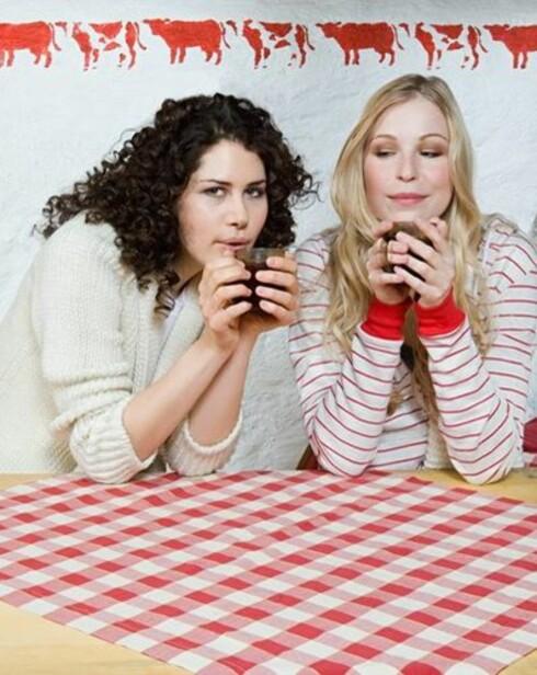 SNAKKIS: Ta en prat med en venninne, for å dele problemene med andre gjør dem mindre! Foto: Colourbox