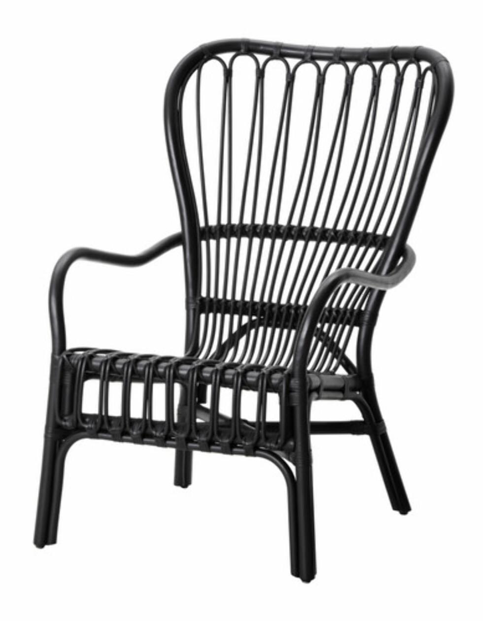 STORSELE: Svartmalt rottingstol (kr.795). Foto: Ikea