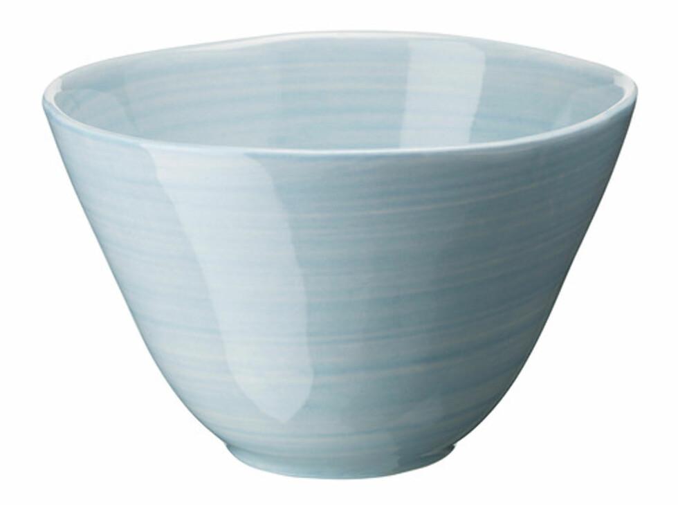 FORSLA: Pastellblå serveringsbolle (kr.29). Foto: Ikea
