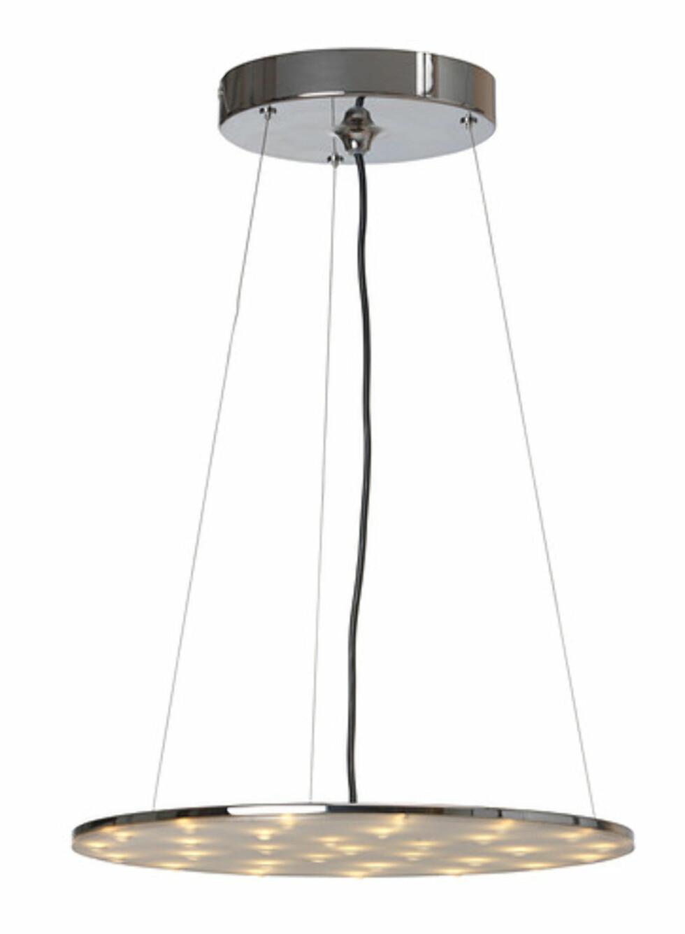 KLOR: Pendellampe med LED-belysning, inspirert av dusjhoder (kr.898). Foto: Ikea