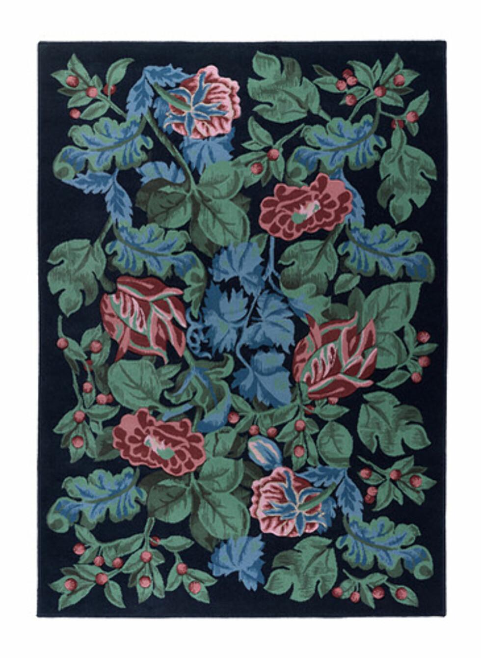EMMIE PÄRLA: Håndkarvet ullteppe med rosemønster (kr.1975). Foto: Ikea
