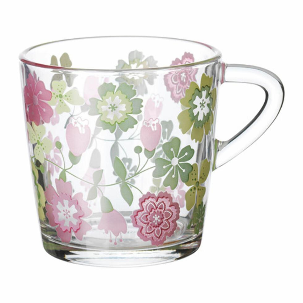 IDEELL: Glasskrus med nostalgisk blomstermønster (kr.19). Foto: Ikea