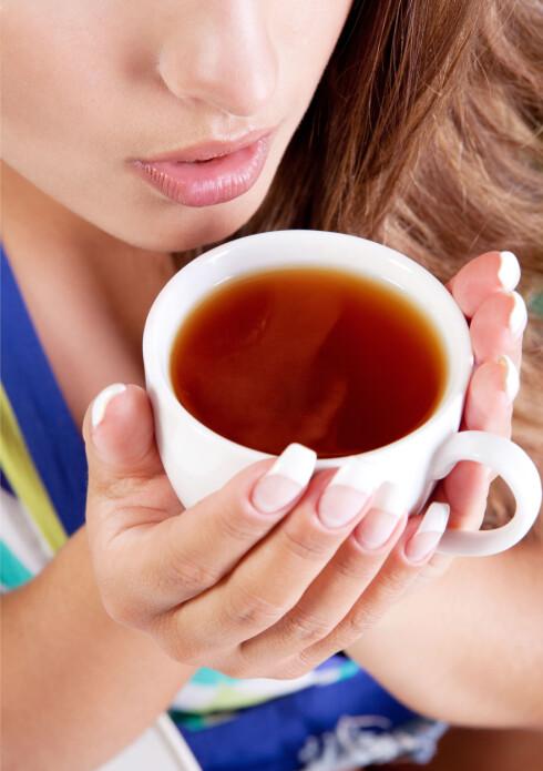HETT TIPS: Kos deg med yndlingsteen, og ha gjerne honning i! Foto: Colourbox