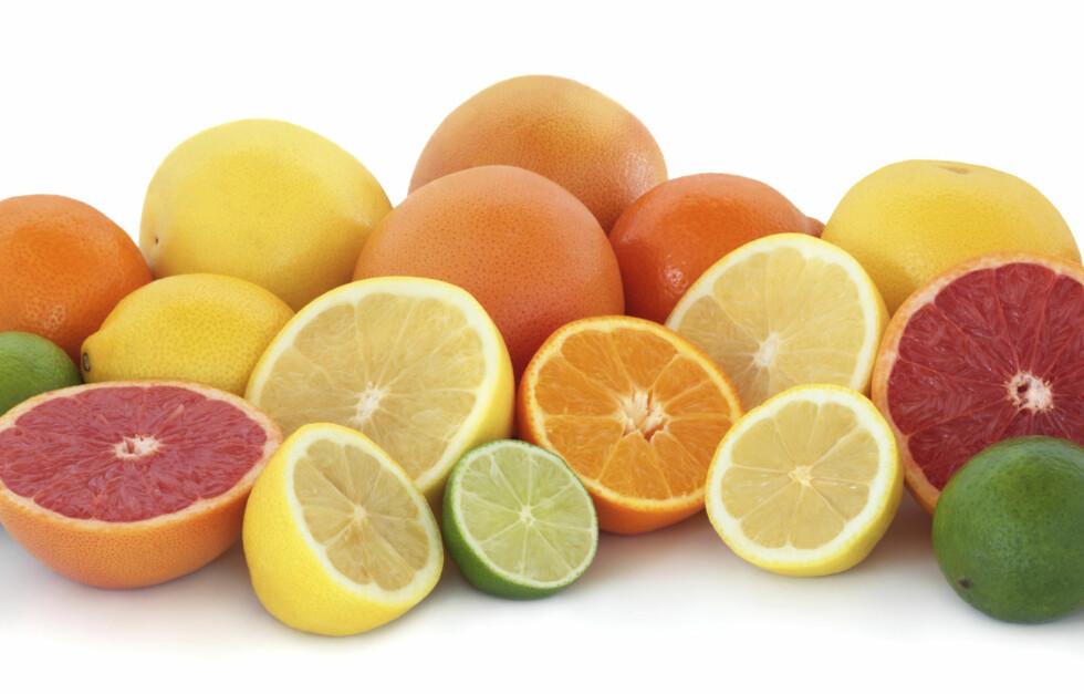 MINSKER SLAGRISIKO: Sitrusfrukt - og da særlig appelsin og grapefrukt, kan minske kvinners risiko for slag, viser en ny studie.  Foto: Getty Images/iStockphoto