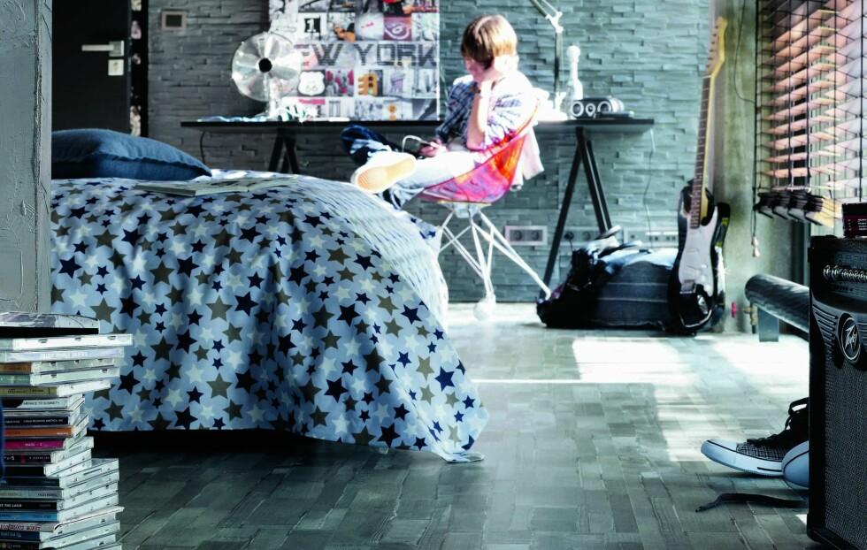 DENIM PÅ GULVET: Jeansmønstret gulv er bare en av flere laminatnyheter fra Tarkett. Foto: Tarkett