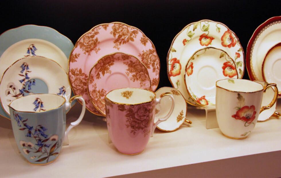 GAMMELT NYTT: Service med romantisk dekor er igjen noe av det fineste du kan bruke til kaffeslabberas (fra kr. 445 per sett/Royal Albert). Foto: Tone Ra Pedersen