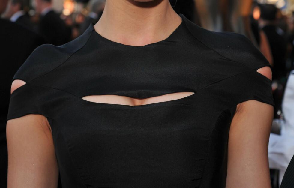 PLIRENDE PUPPEGLIPE: Kjolen til skuespiller Amber Hearst er som tatt rett ut av en Ninja-film. Foto: All Over Press
