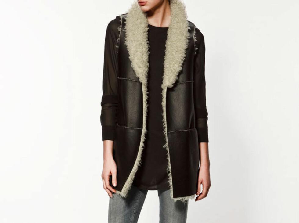 Ultrastilig vest i imitert skinn. 599 kroner fra Zara.no.  Foto: Produsenten