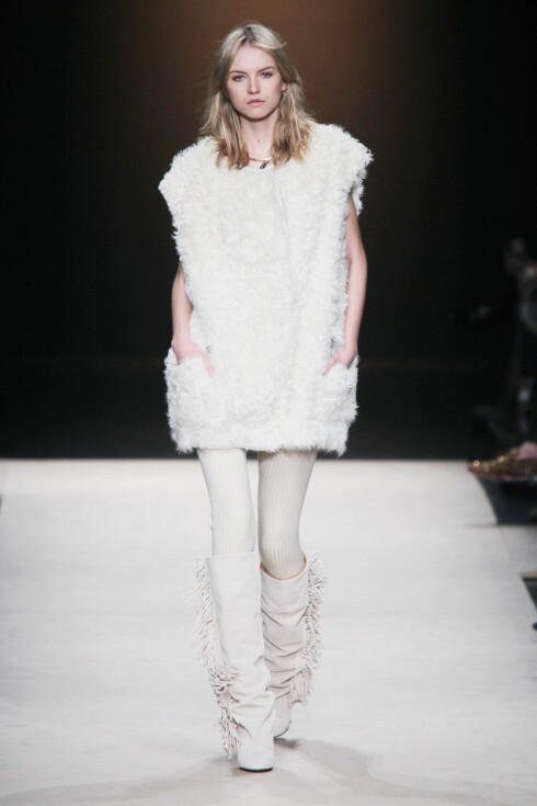 PÅ CATWALKEN: Designer Isabel Marant var blant dem som hadde fuskepelsvesten på sin catwalkvisning for høst/vinter 2011/2012.  Foto: All Over PressAll Over Press