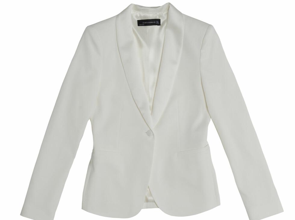Hvit blazer (Kr.699)  Foto: Zara