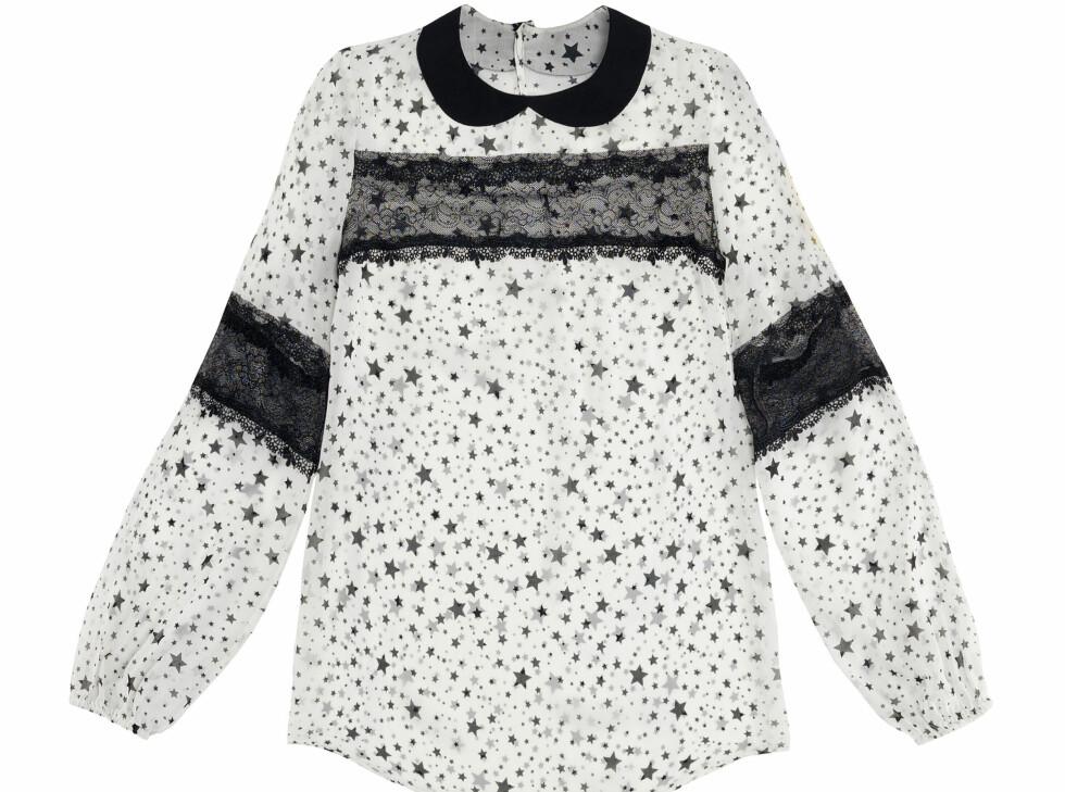 Hvit bluse med sort krage, stjerne-og blondedetaljer (Kr.559) Foto: Zara