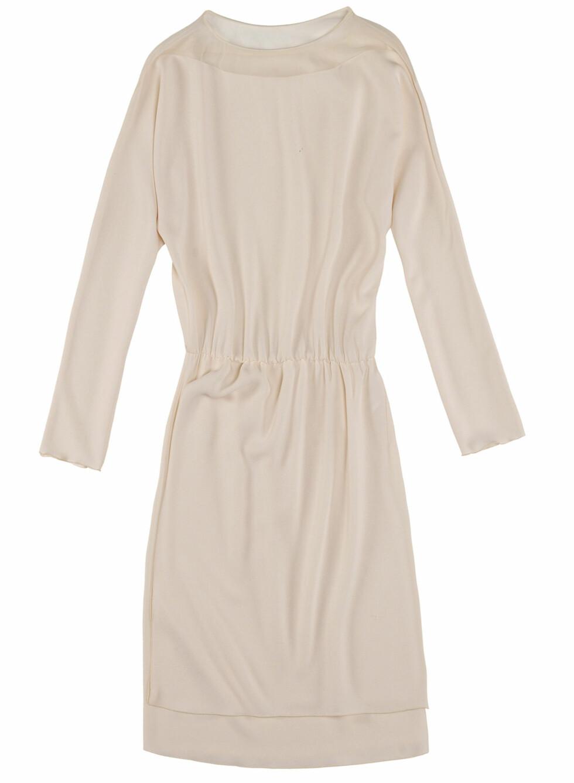 Pudderfarget, langermet kjole med transparent hals (Pris kommer).  Foto: Zara