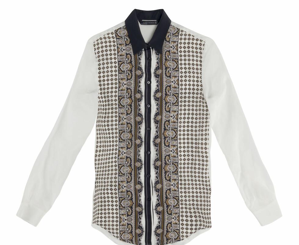 Hvit skjorte med silkeskjerf-trykk og sort krage (Kr.559) Foto: Zara
