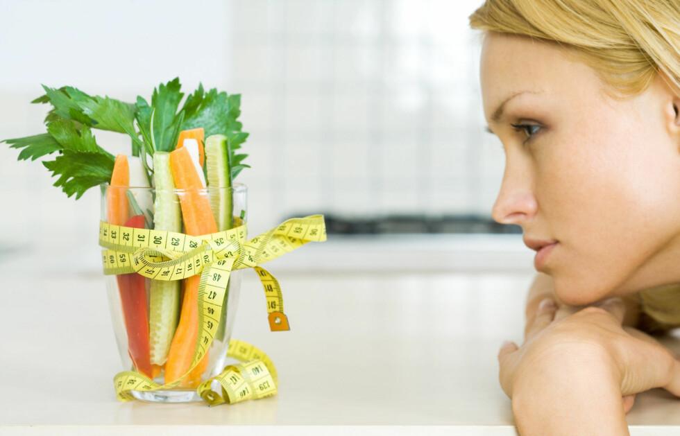 BORTKASTET?: Enten det er tarmskylling, rå mat, oljer eller detox-te, mener forskere at det ikke har noen bevist effekt. De forstår likevel hvorfor noen ønsker en pangstart på å spise sunnere. Foto: Colourbox.com