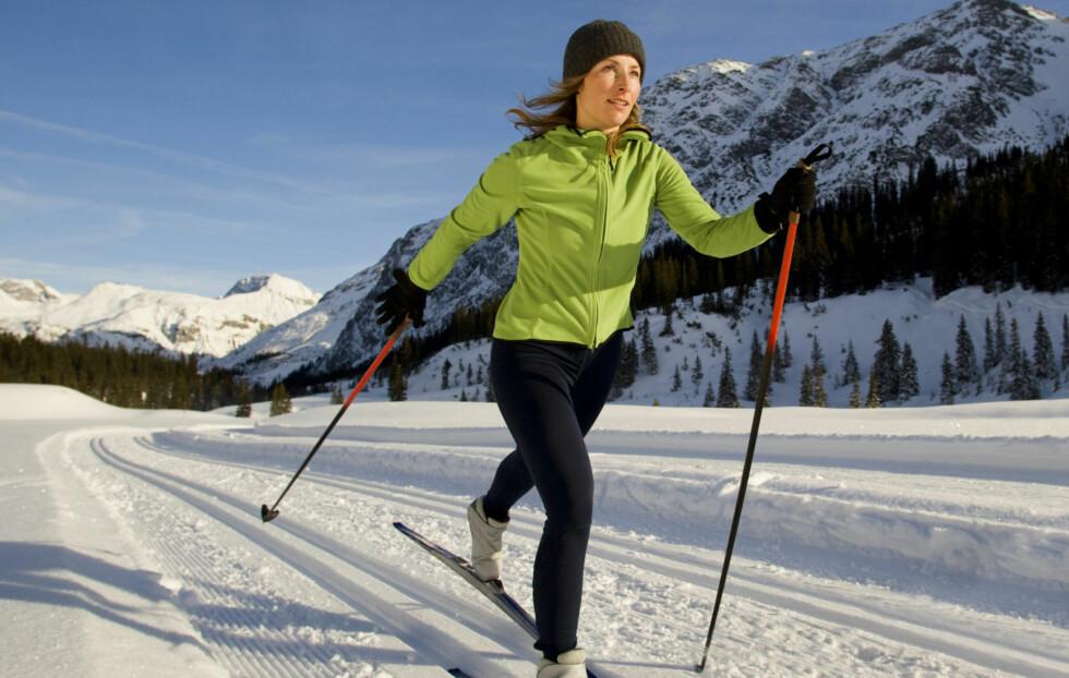 <strong>FÅ HJELP:</strong> Dersom du har planer om å investere i nye langrennsski kan det være lurt å spørre om hjelp i sportsbutikken. Da blir det enklere å finne gode ski, støvler og staver tilpasset ditt bruk og nivå.  Foto: Getty Images