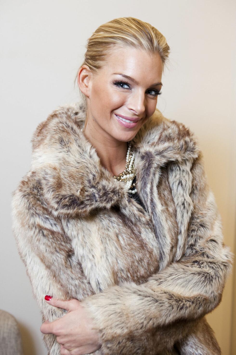 ALLTID PYNTET: En fuskepelsjakke som denne (kr.699/Lindex) passer også til alt. Foto: Per Ervland