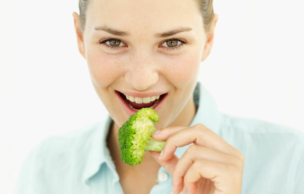 HVA ER GI? GI, eller glykemisk indeks, sier rett og slett noe om hvordan mat påvirker blodsukkeret ditt – altså hvor mye blodglukosenivåene øker etter et måltid. De fleste grønnsaker, som brokkoli, har lav GI.   Foto: Getty Images