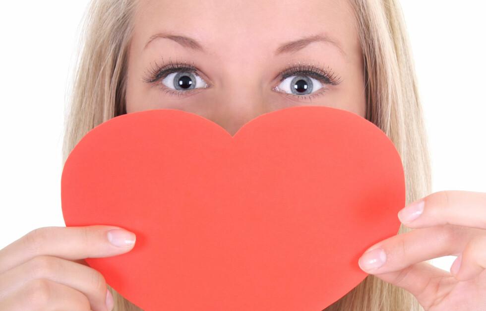 VÆR SNILL: Visste du at kvinner er mer utsatt for hjerteinfarkt enn menn? Og at symptomene er helt annerledes hos oss? Du skal passe godt på hjertet ditt.  Foto: Colourbox