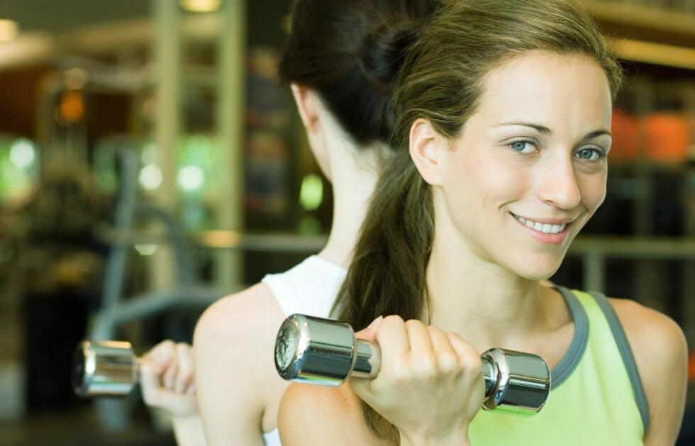 BLI KOMFORTABEL PÅ TRENINGSSENTERET: Ikke gå glipp av gode treningstimer fordi du er ukomfortabel. Start heller med disse triksene.  Foto: Colourbox