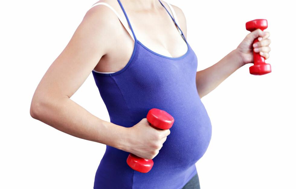 <strong>IKKE SKADELIG:</strong> Det å trene mens du er eller prøver å bli gravid er ikke skadelig for fosteret eller deg selv, så fremt du lytter til kroppen din.  Foto: Getty Images/Hemera