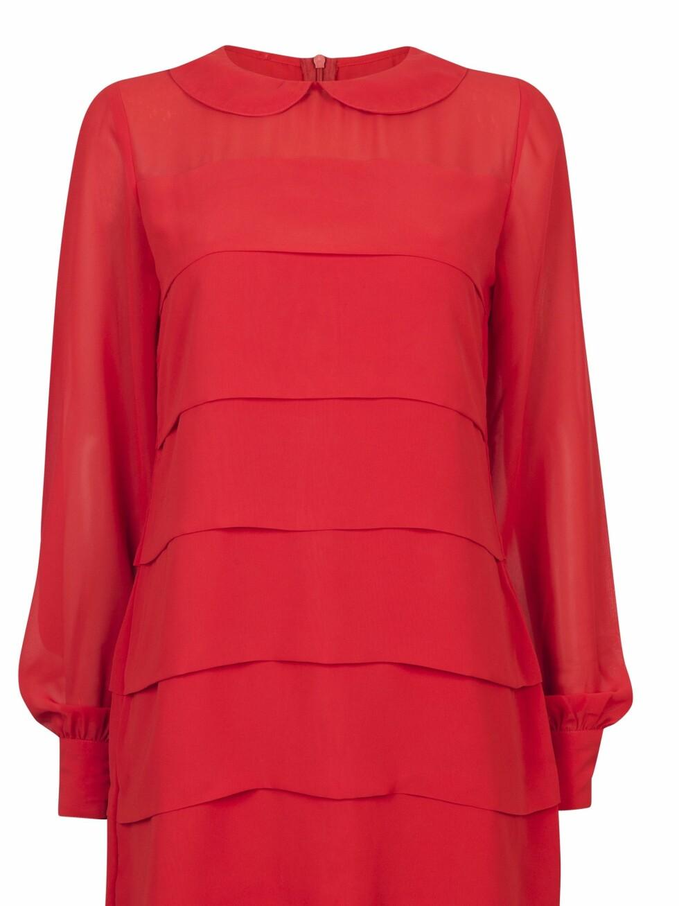 299 KRONER: Knallrød Twiggy-kjole med yndig krage.  Foto: Produsenten