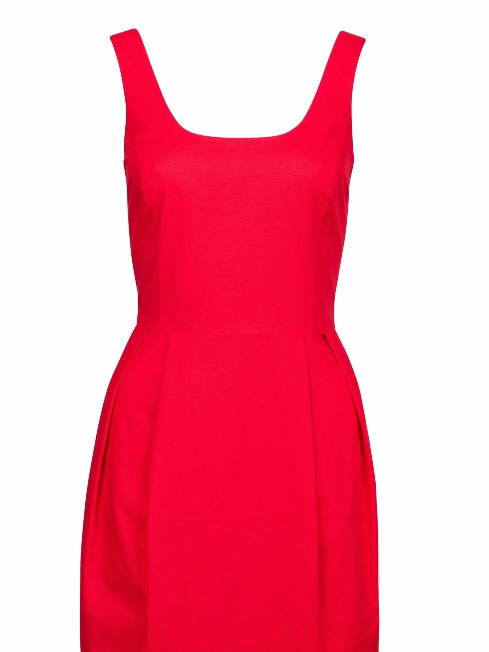299 KRONER: Sexy rød kjole som piffer opp hverdags- eller partylooken.  Foto: Produsenten
