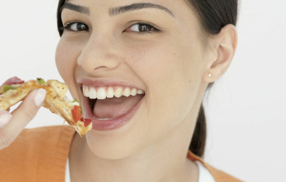 MENGDEN TELLER: Pizza inneholder ikke nødvendigvis inneholder mer fett og sukker per 100 gram enn for eksempel en burger, men vi spiser gjerne en hel pizza og får dermed i oss et gigantmåltid. Foto: Thinkstock