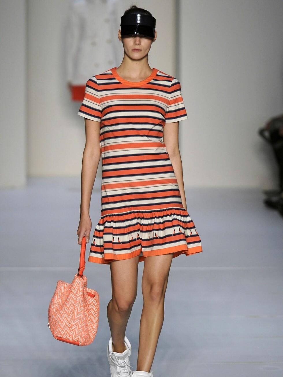 <strong>SPORTY BABE:</strong> Hos Marc Jacobs er det en avslappet fresh stil som gjelder for 2012.  Foto: All Over Press