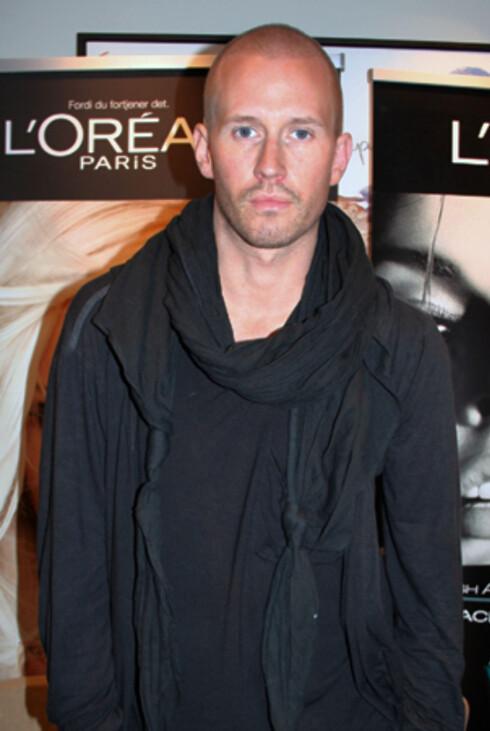 MAKEUPARTIST: Storm Pedersen på L'Oréals pressemøte tidligere denne uken.  Foto: Tone Ra Pedersen