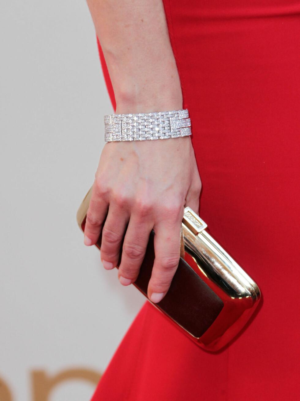 Smykkene var fra Cartier, mens vesken var en Roger Vivier Boite de Nuit.  Foto: All Over Press